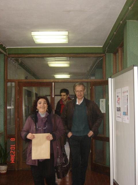 Deputado Francisco Louçã chega às instalações da BE, acompanhado pela DT do 12º6, Drª Cecília Farinha